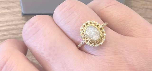 Ladies 9ct Solid Yellow Gold Ashes Jewellery Ring